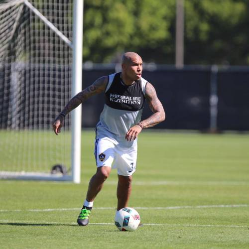 MLS announce Nigel de Jong's departure from LA Galaxy with bizarre video