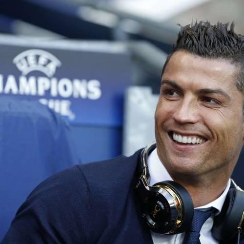 Cristiano Ronaldo says hello to China