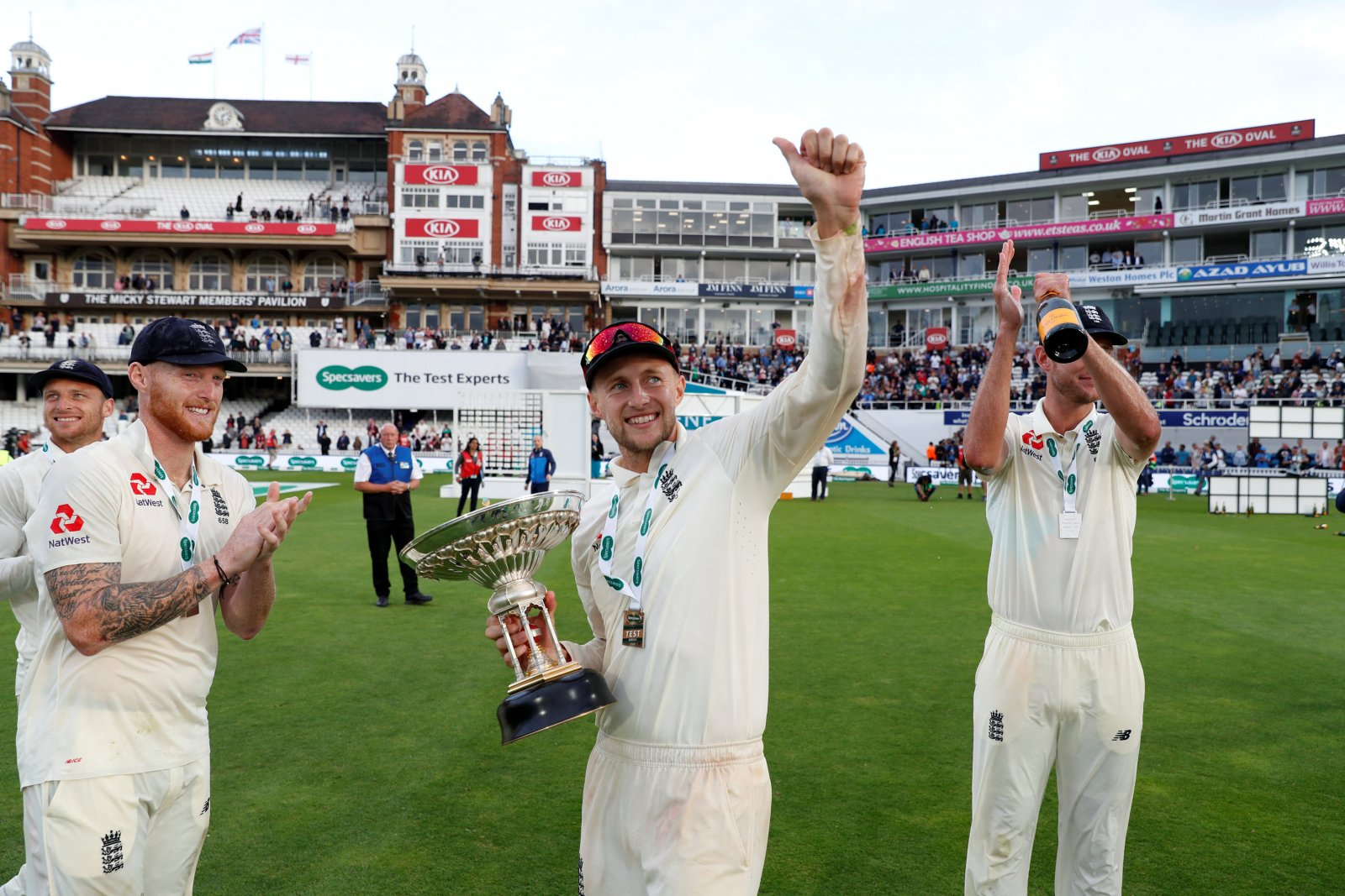 England cricket team celebrate at the Oval